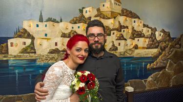 Hochzeitspaar im griechischen Restaurant (Hochzeit_0090.jpg)